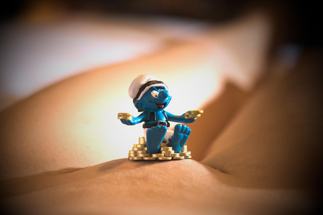 Little Smurf finds Treasure!! by gjohns74
