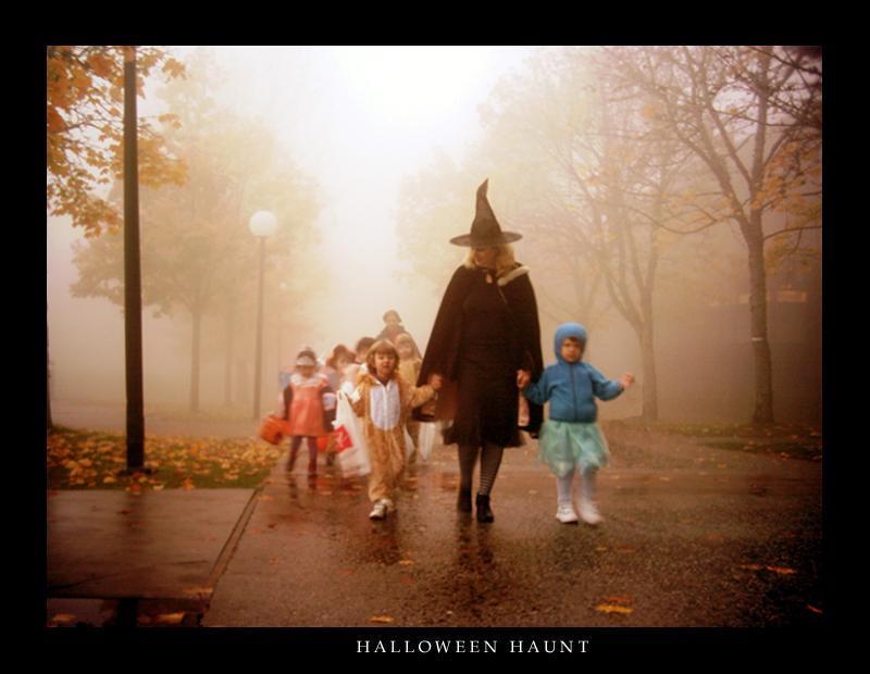 Halloween Haunt by Cowardlylion