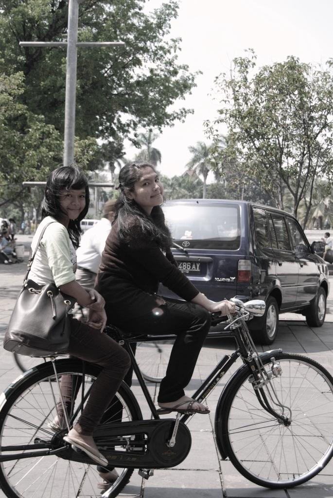 naik sepeda ontel by ellyytyas on DeviantArt