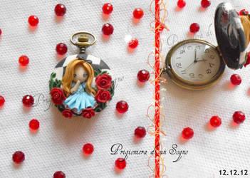 clock inspired  alice wonderland by PrigionieradiunSogno