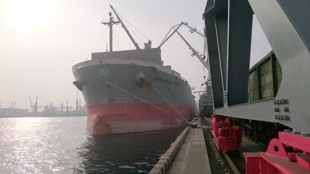 Vladivostok Maritime Trading Port by crowhitewolf