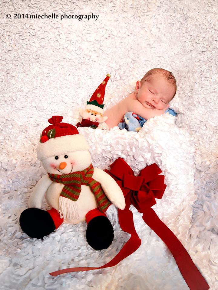 Holiday Baby by mishkuu