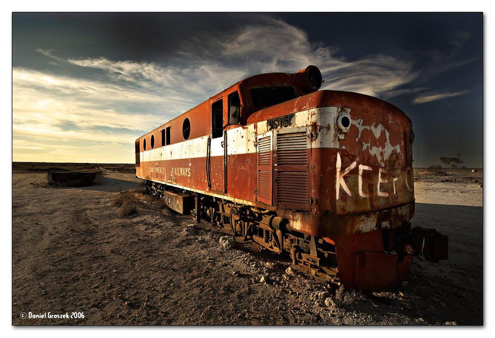 """Obrázek """"http://fc01.deviantart.com/fs12/i/2006/266/3/0/Marree_Train_by_ldo.jpg"""" nelze zobrazit, protože obsahuje chyby."""