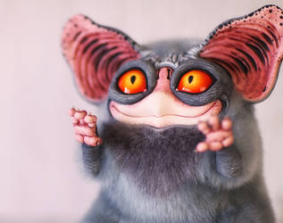 Sowl Big: Grey (close-up)