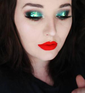 Festive Green Makeup