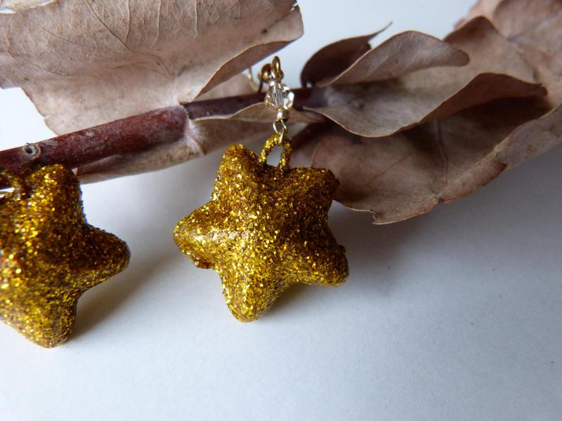 Glittery stars Xmas earrigns by Lady-Kiwi