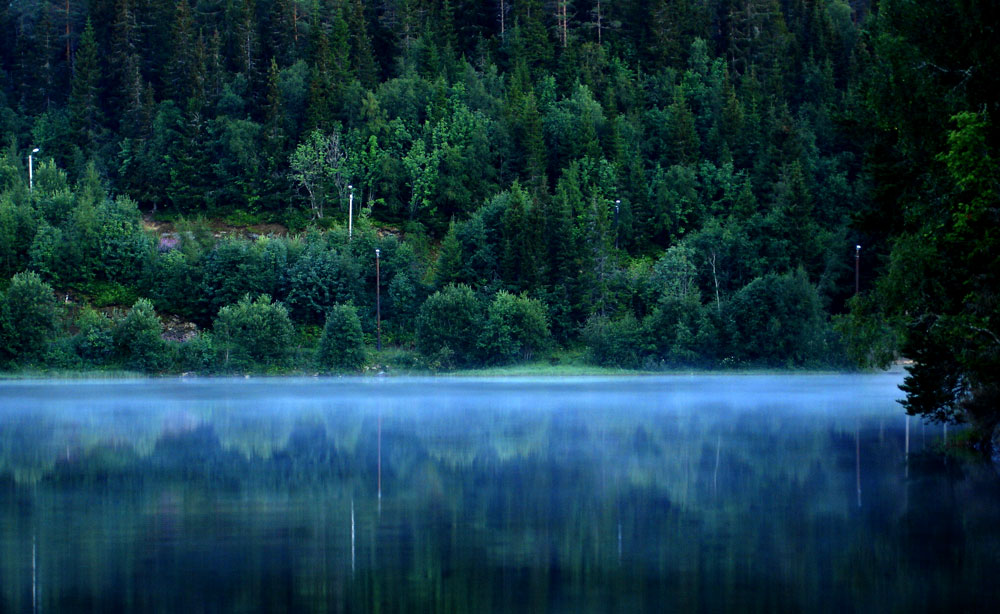 Foggy water by esselt