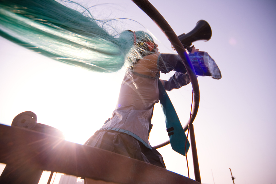 Vocaloid_LOVE IS WAR by hybridre