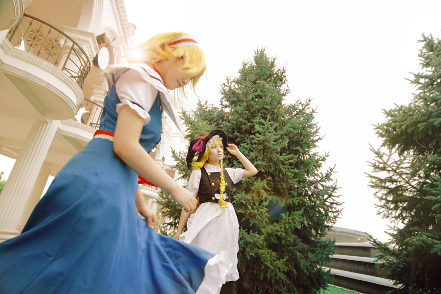 Cosplay Touhou - Página 3 Eastern_Project_Alice_Marisa_by_hybridre
