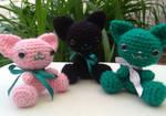 Sitting kitties by Nanahuatli
