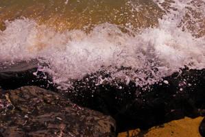 Crashing Sea by Knerzig