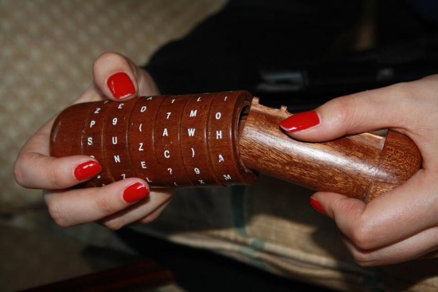 criptex a wooden replica from davinchi code by U140