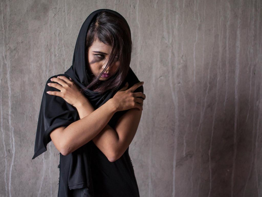 Black Gown_Sonya 001 by metzad99