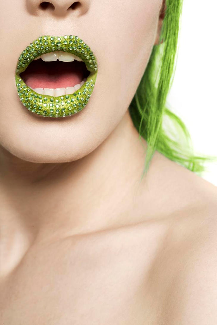 Green diamond lips. by Ryo-Says-Meow