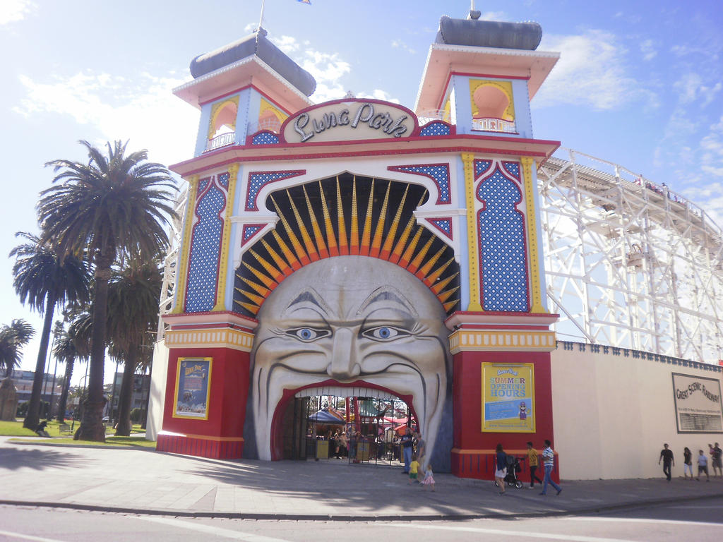 Luna Park 1 by LuchareStock