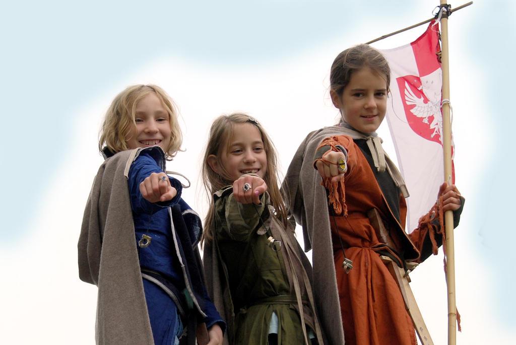 Little elven girls by Sindeon