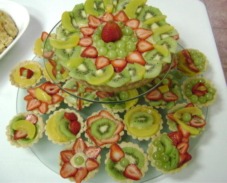 Arti i kuzhines ......Fruta & Perime & Amelsina  - Faqe 3 Pastelillos_de_crema_y_fruta_by_hailtothesoup