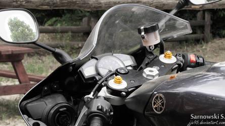 Yamaha R1. by JJx95