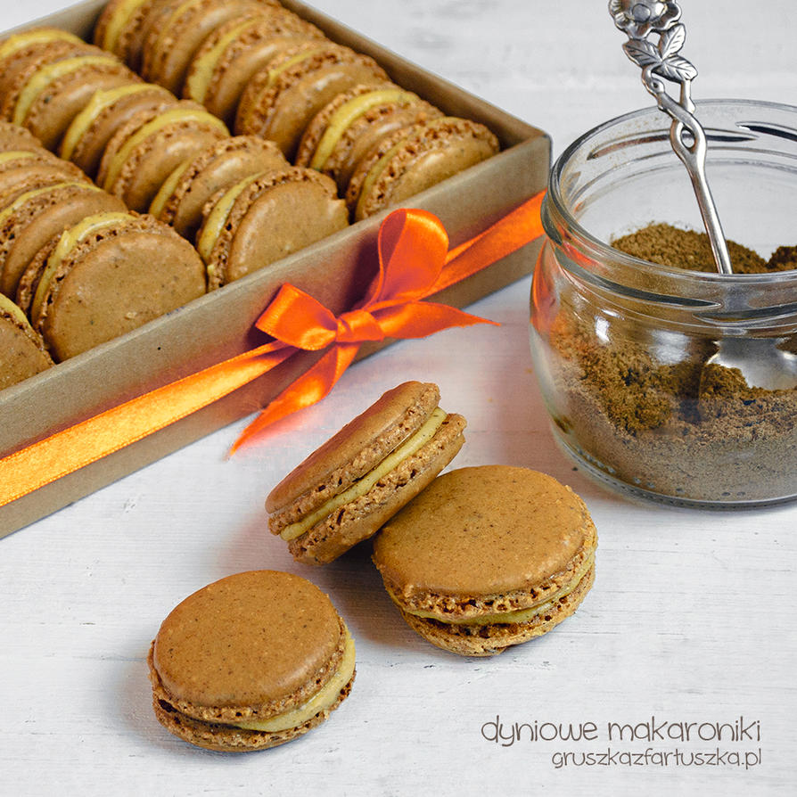 pumpkin spice macaroons by Pokakulka
