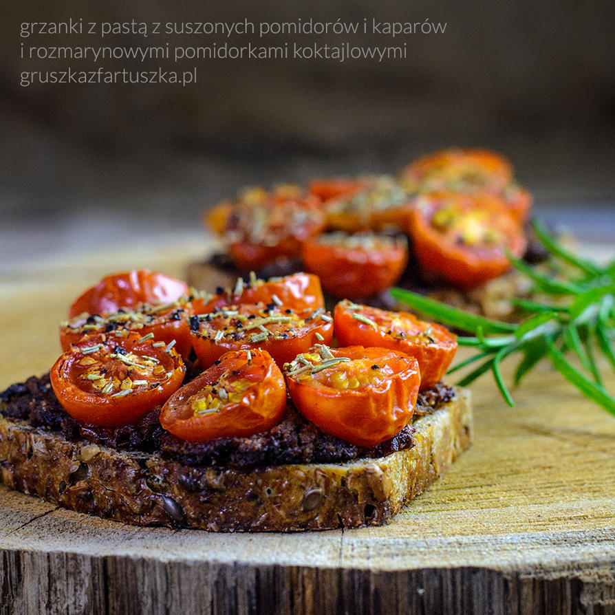 Toasts with dried tomato paste and roasted tomato by for Dry roasted tomatoes