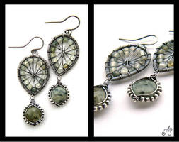 silver green garnet earrings by annie-jewelry