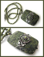 green snowflake necklace by annie-jewelry