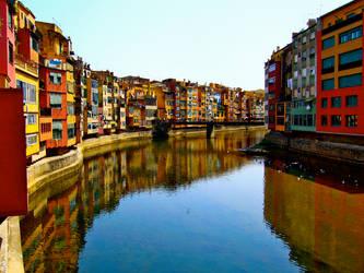 Girona in the Summer by hannahkeziah