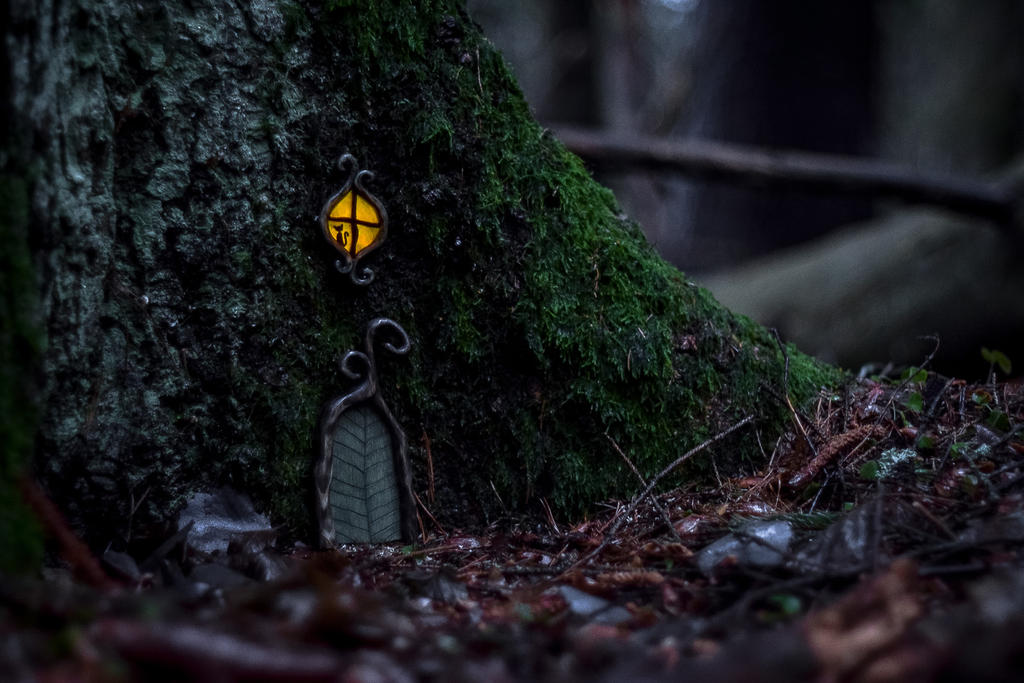 Door at night by ju1iu5