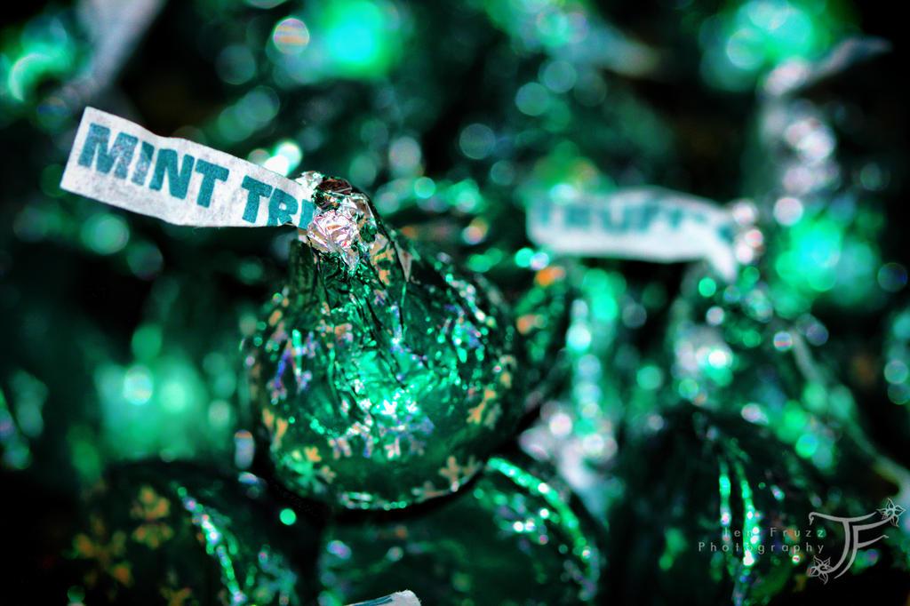 A Minty Kiss by JenFruzz