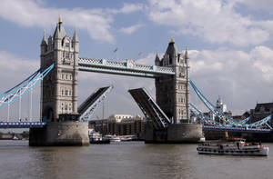 London Tower Bridge by UdoChristmann