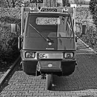 Piaggio three-wheeler front view by UdoChristmann