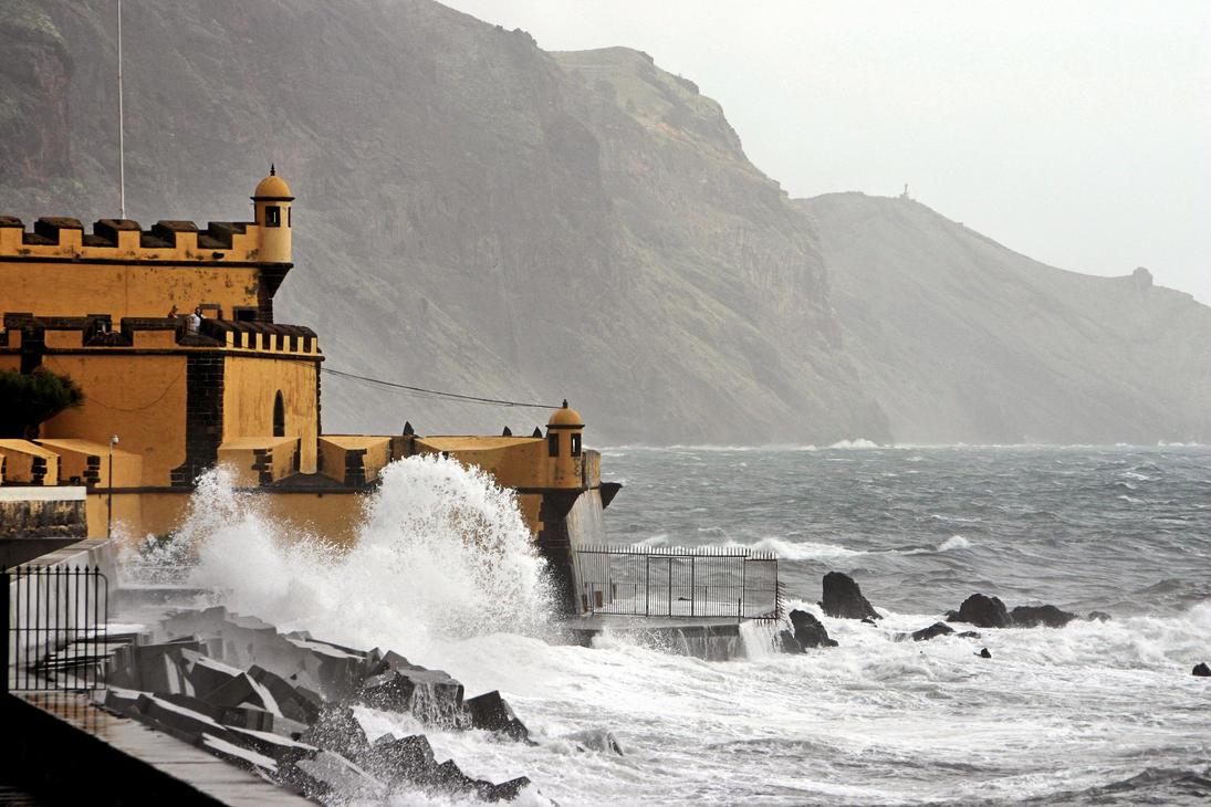 Breaking wave by UdoChristmann