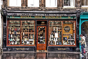 Whisky Shop - Royal Mile - Edinburgh by UdoChristmann