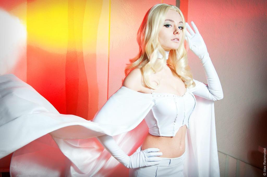 White Queen by AlienOrihara