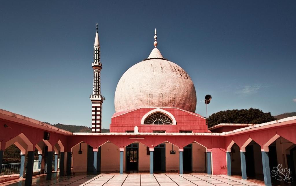 Jamia Masjid Sharif by Deja-Vu-Afterglow