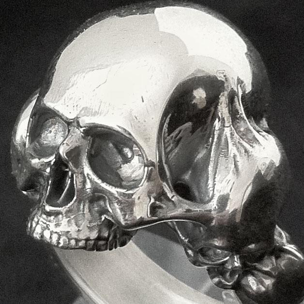 Skull ring by ColdHandLuke