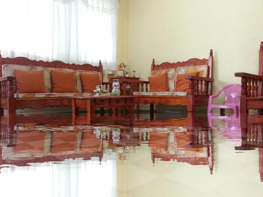 Casa inundada m by StrigoiiMort