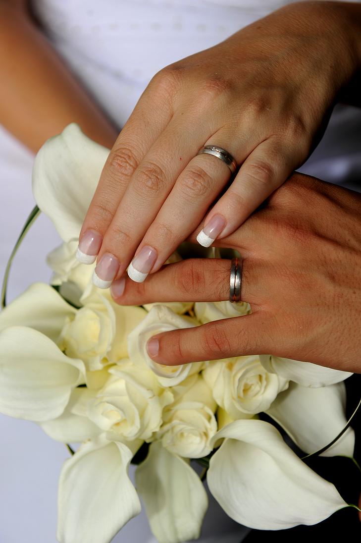Обручальные кольца на руках жениха и невесты фото своими руками