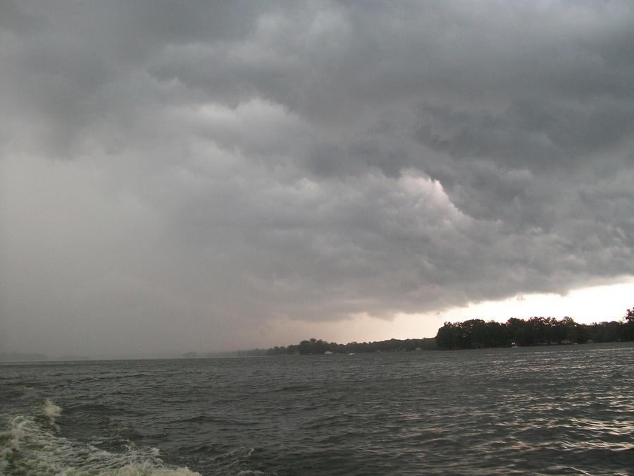 Incoming Storm by Ai-Okashi