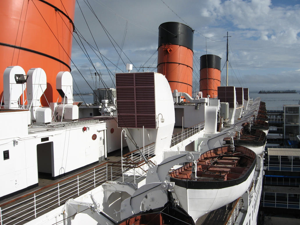 Queen Mary in December 2 by decophoto32