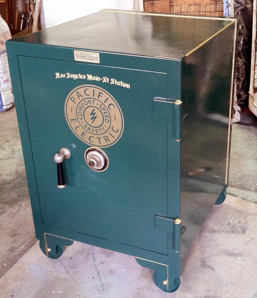 Restored antique Victor safe by decophoto32