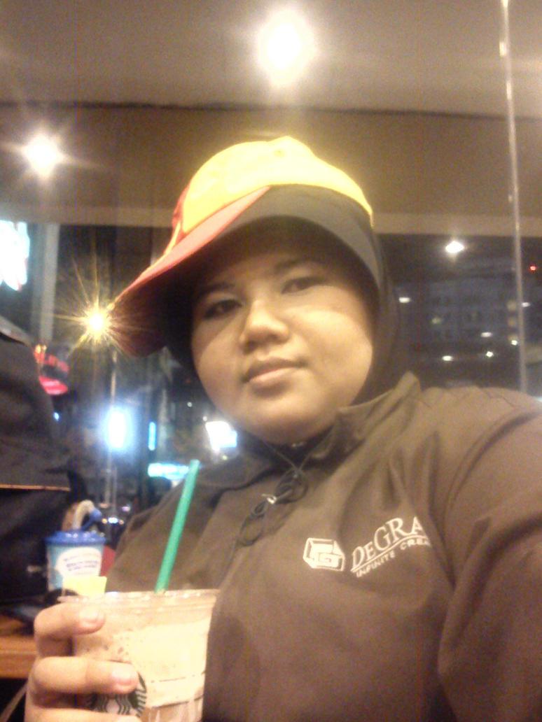 One night in Starbucks by veekaizhanez