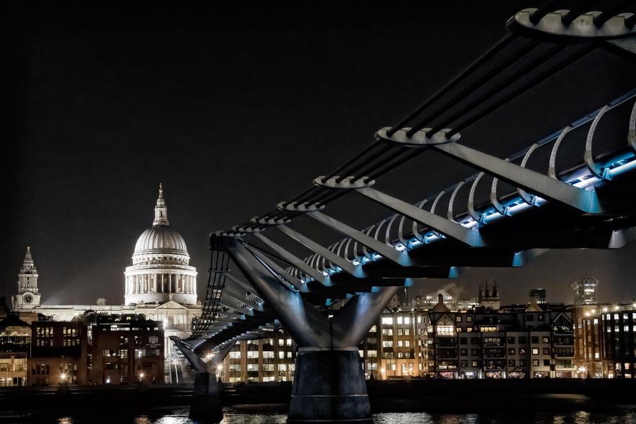 St. Pauls Cathedral and Millenium Bridge by Stilfoto