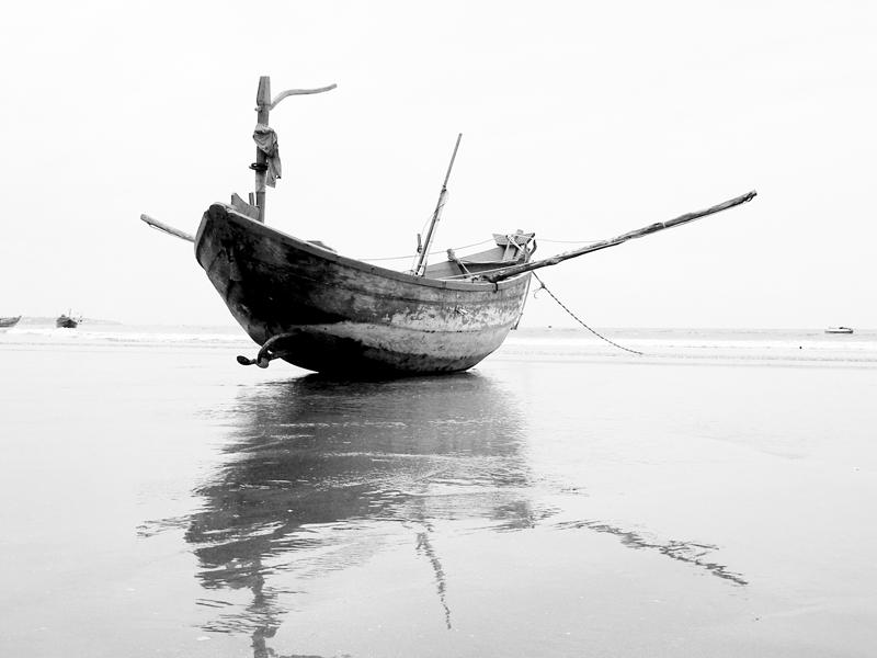 http://orig04.deviantart.net/ce32/f/2007/364/9/e/a_lonely_boat_by_lehoainamvn.jpg