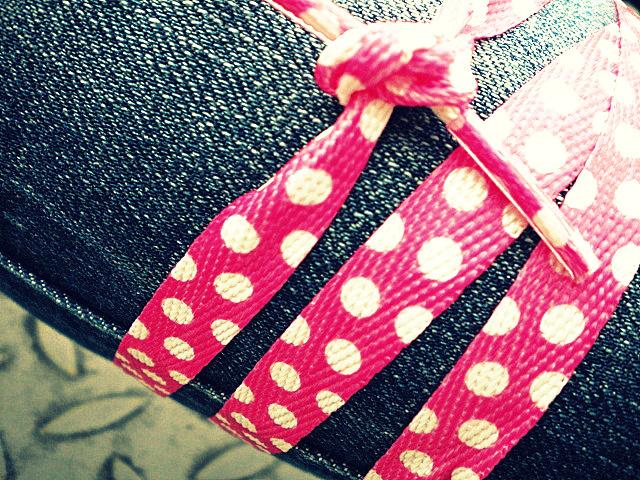 http://fc06.deviantart.net/fs71/f/2010/249/2/2/pink_at_leg_by_city_lady_alex-d2y5fwh.jpg