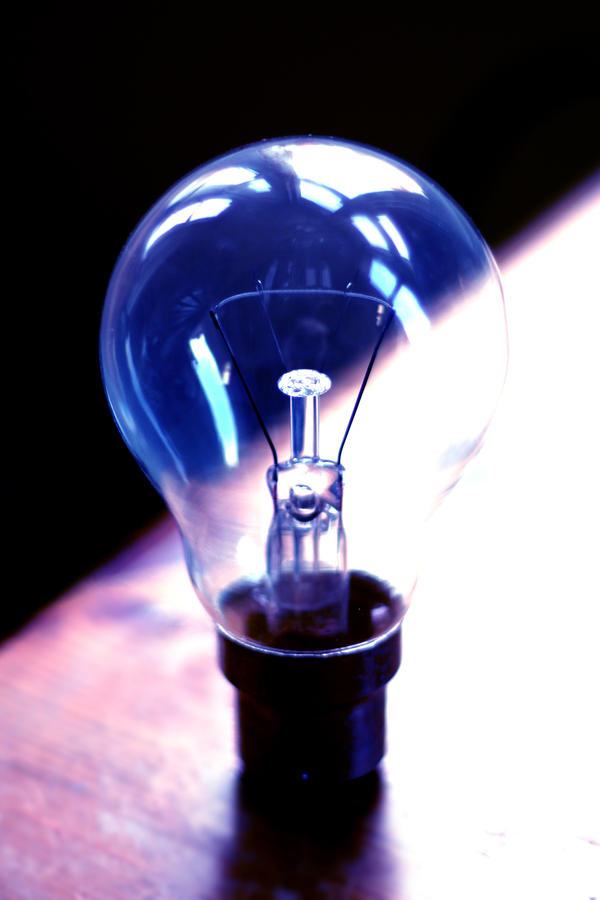 lightbulb by evelynzee