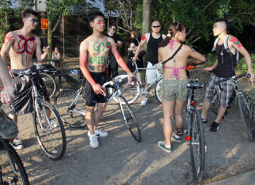 Hundreds of cyclists will bare all for Cardiffs