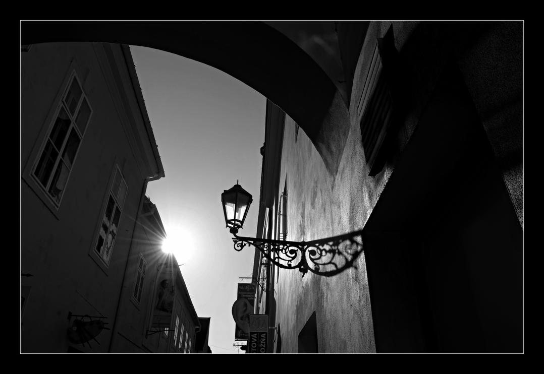 Sun and lamp by edgardRobertson