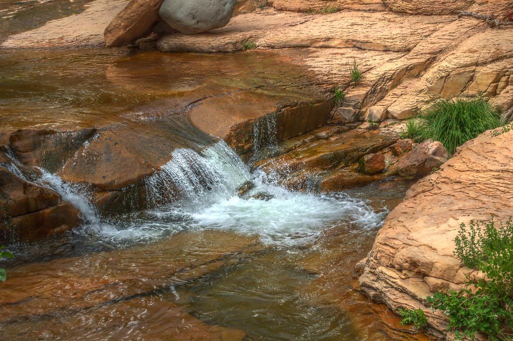 Slide Rock Waterfall by sapoguapo