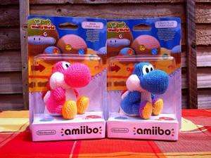 amiibo Yoshi Pink and Blue